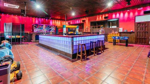 Sala en Alhendín - Zona 1 (HORARIO DE MAÑANA DE VIERNES A DOMINGO, FESTIVOS Y VÍSPERAS)